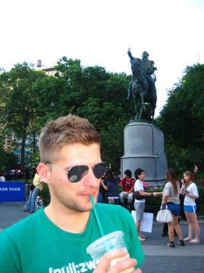 Hombre con camiseta de [null:zwo:elf] en Nueva York